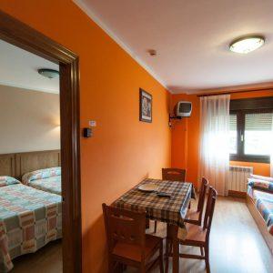 Detalle de salón y habitación